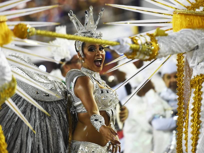 Raphaela Gomes, rainha de bateria da São Clemente
