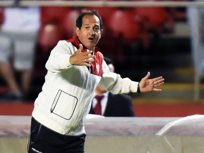 Técnico do São Paulo, Muricy Ramalho, durante o clássico contra o Palmeiras, que acontece no estádio do Morumbi