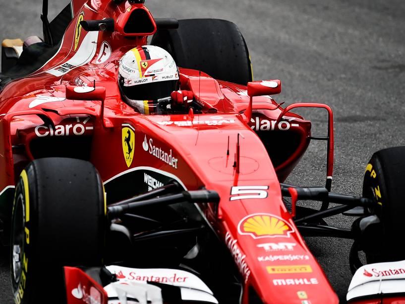 Vettel durante treino livre em Interlagos