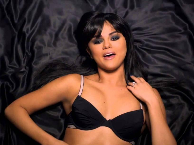 Selena Gomez vive uma mulher obcecada no clipe de Hands to Myself