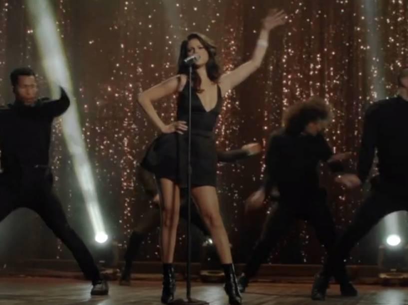 Selena Gomez dança durante clipe de Same Old Love