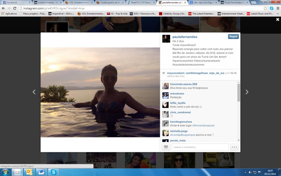 Paula Fernandes posa de biquíni em piscina durante viagem