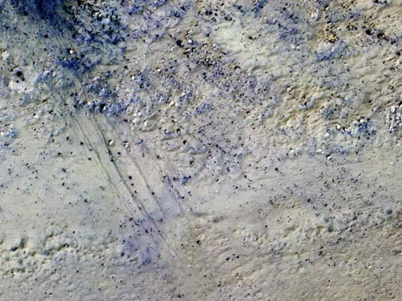 <p>Esta imagem, registrada pela Missão Mars Reconnaissance Orbiter (MRO) em 17 de abril de 2015, retrata o pico central da cratera Porter. </p>