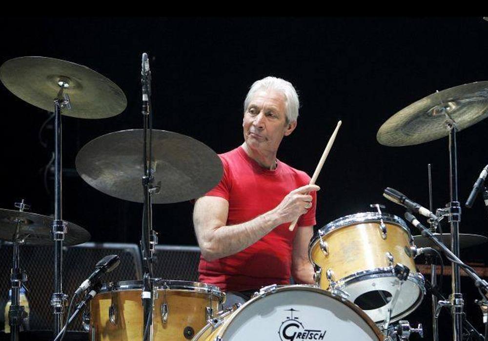 Falece Charlie Watts, baterista do Rolling Stones, com 80 anos