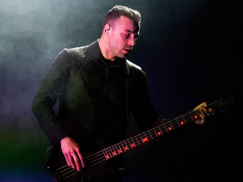 O baixista Christopher Wolstenholme durante apresentação no Allianz Parque em São Paulo