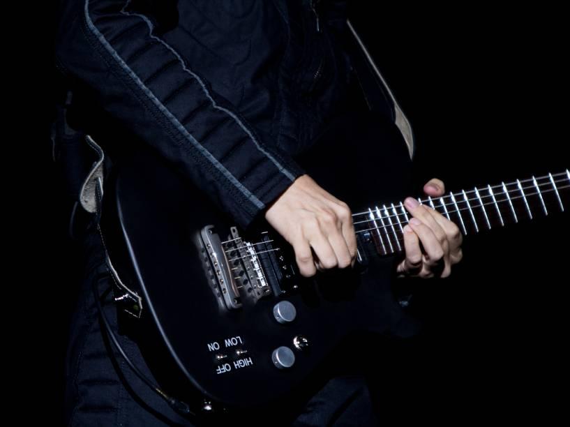 Detalhe da guitarra de Matt Bellamy no show da banda Muse no Allianz Parque em São Paulo