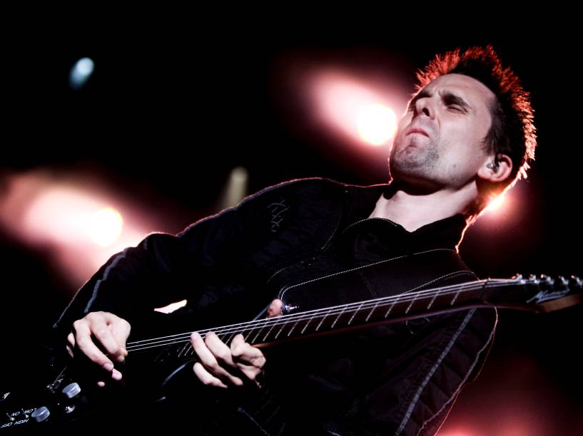 Banda britânica Muse apresenta canções do disco <em>Drones</em> (2015) e grandes sucessos como <em>Madness</em>, <em>Starlight</em> e <em>Uprising</em>