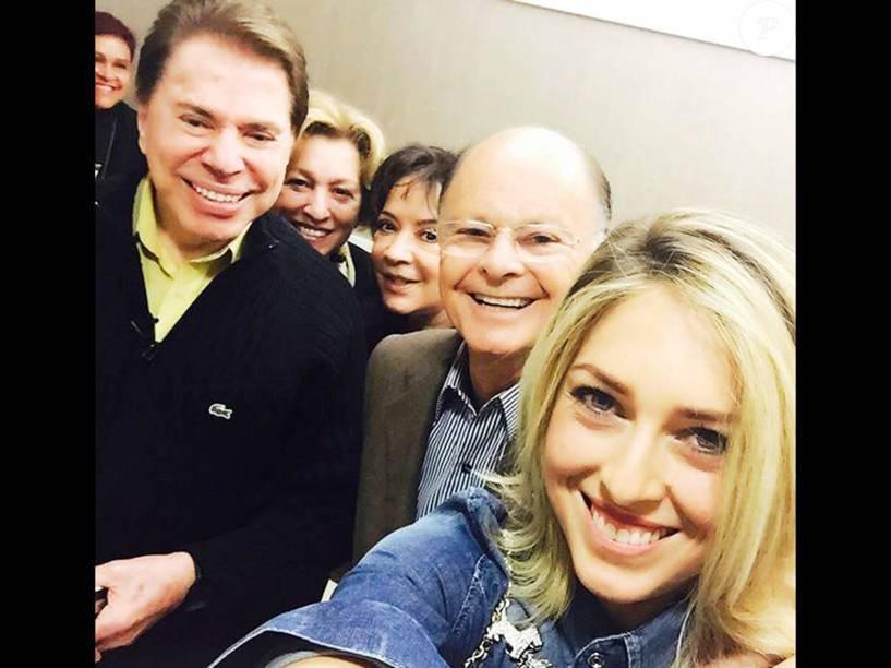Silvio Santos e a esposa, Iris Abravanel, visitam o Templo de Salomão e fazem selfie com Edir Macedo, a esposa e a filha, Esther e Cristiane