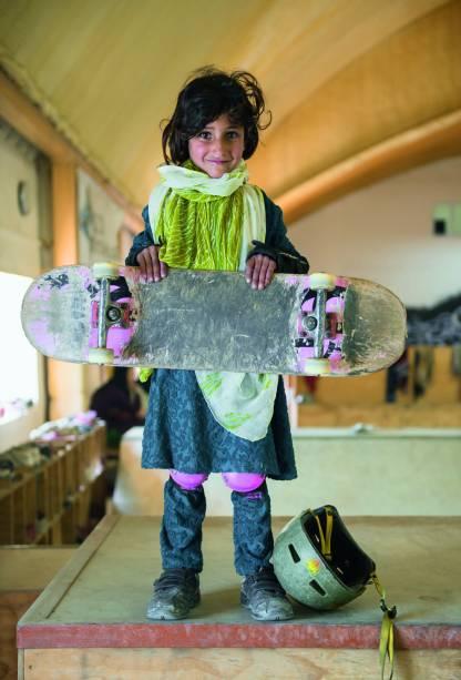 A Skateistan oferece aulas de skate a crianças e adolescentes vulneráveis – mais da metade de seus alunos trabalha nas ruas