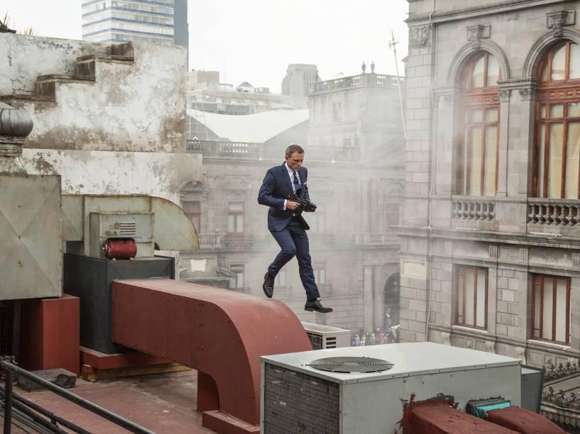 Daniel Craig em cena de 007 contra Spectre