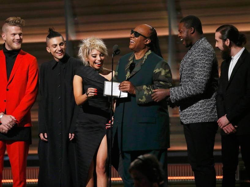 Stevie Wonder durante a 58ª edição do Grammy, premiação que elege os melhores da música internacional, que acontece nesta segunda-feira (15)
