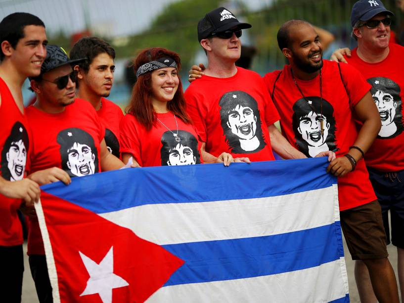 Fãs começam a chegar ao complexo esportivo Ciudad Deportiva de la Habana, para o show histórico da banda inglesa The Rolling Stones, na capital Havana, em Cuba, nesta sexta-feira (25). São esperadas mais de 400 mil pessoas para assistir a apresentação