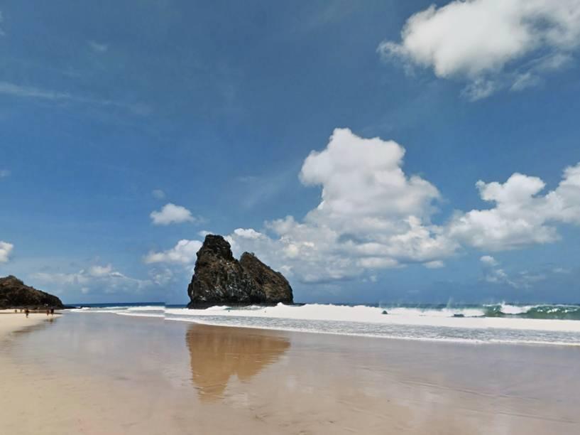 Parque Nacional Marinho de Fernando de Noronha- A praia da Cacimba do padre