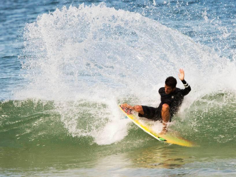Filipe Toledo treina para a etapa brasileira do Circuito Mundial de Surfe