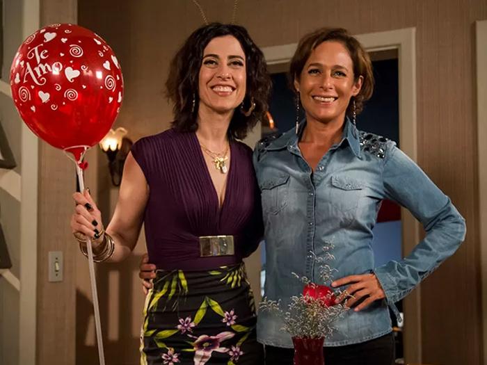 Fátima (Fernanda Torres) e Sueli (Andréa Beltrão), da série Tapas & Beijos