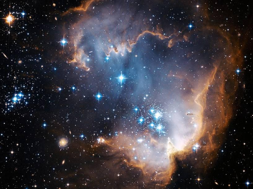 <p>NGC 602 é uma coleção de estrelas azuis recém-formadas</p>