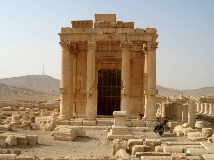 <p>Imagem de como era o Templo de Baal, em Palmira, na Síria</p>