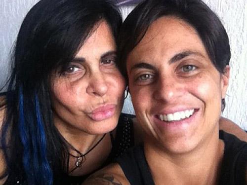 Thammy Miranda ao lado da mãe, Gretchen