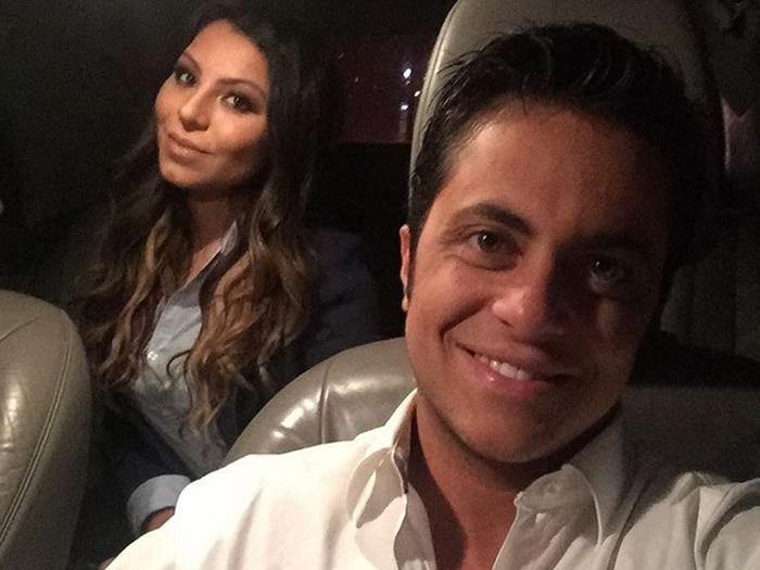 Thammy Miranda e a namorada, Andressa Ferreira, a caminho da Livraria da Travessa, onde lançou sua biografia