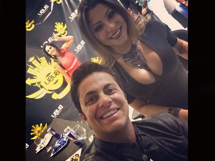 Thammy Miranda e a namorada, Andressa Ferreira, na noite do show de Gretchen no Bubu Lounge, em SP