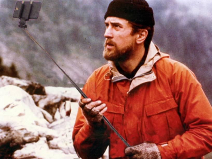 Robert De Niro troca arma por pau de selfie no filme O Franco Atirador (1978)
