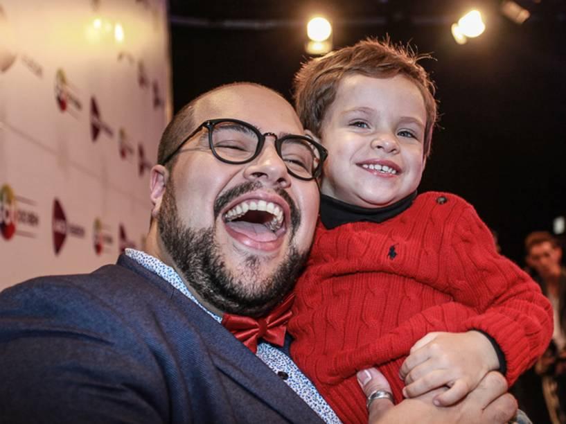 Thiago Abravanel com seu sobrinho Miguel, filho de sua irmã Ligia e primeiro bisneto de Silvio Santos no Teleton 2015