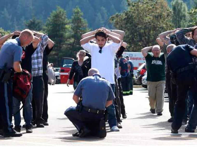 Atirador mata 10 pessoas na Universidade Comunitária Umpqa, em Roseburg, Oregon, nos Estados Unidos