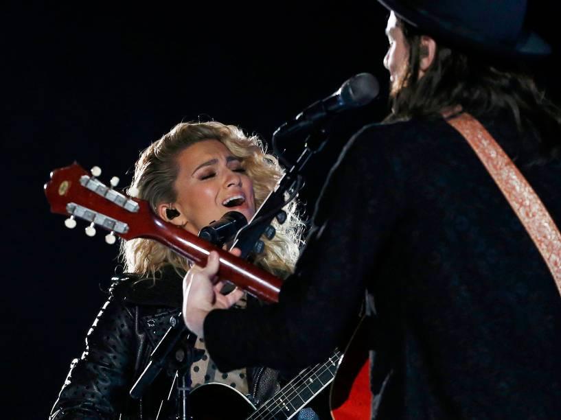 A cantora Tori Kelly na 58ª edição do Grammy, premiação que elege os melhores da música internacional, que acontece nesta segunda-feira (15)