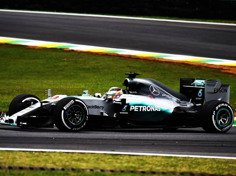 O piloto inglês Lewis Hamilton, da Mercedes, durante os treinos livres no autódromo de Interlagos