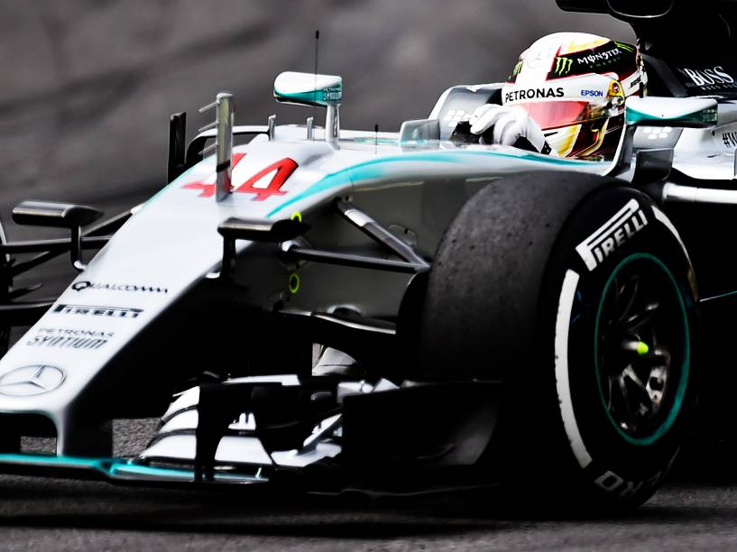 Lewis Hamilton, da Mercedes, durante os treinos livres no autódromo de Interlagos
