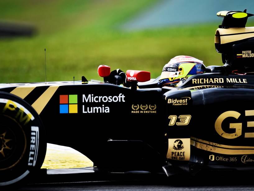 Pastor Maldonado, da Lotus, durante os treinos livres para o GP do Brasil de F-1 em Interlagos