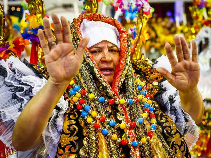 """A Escola de Samba Acadêmicos do Tucuruvi desfila com o samba enredo """"Celebrando a Religiosidade: Tucuruvi canta Festas de Fé"""", no Sambódromo do Anhembi"""