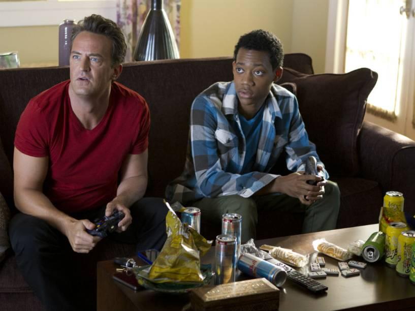 Tyler James Williams e Matthew Perry na série Go On, da emissora americana NBC