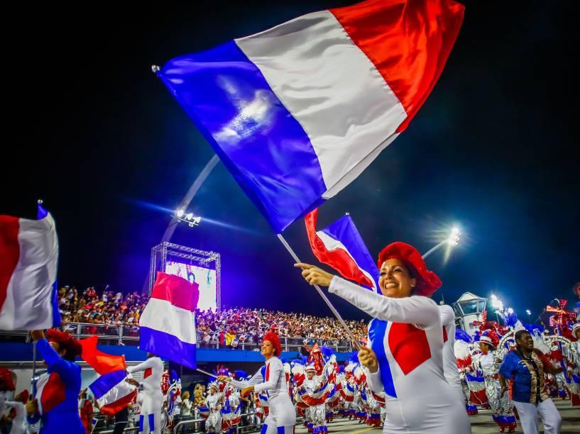 """Desfile da escola de samba Vai-Vai com o samba-enredo """"Je Suis Vai-Vai, bem-vindos à França"""", no Sambódromo do Anhembi"""