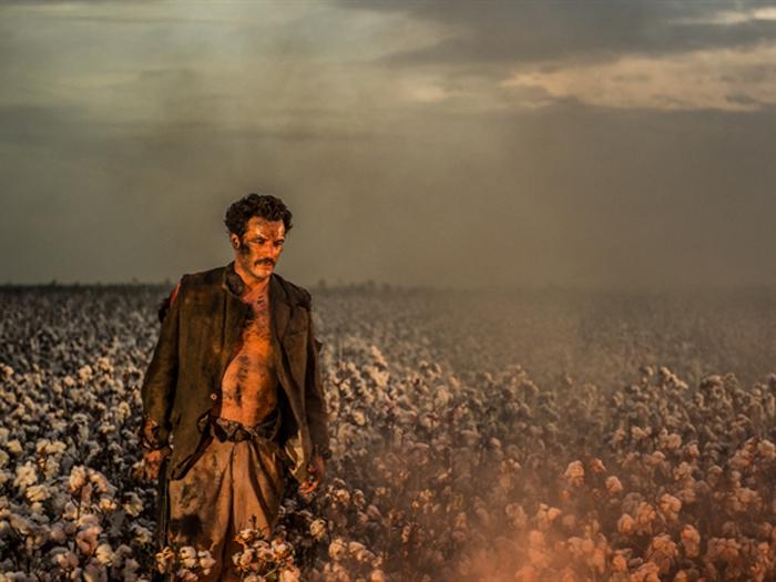 Rodrigo Lombardi interpreta o fazendeiro Ernesto Rosa em primeira fase de Velho Chico
