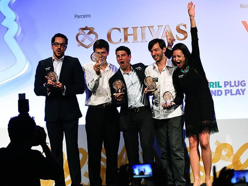 Vencedores do Prêmio Jovens Inspiradores 2014: André Barrence, Alexandre Schmidt de Amorim, Izabela Correa, Lucas Lucchesi eGuilherme Finkelfarb Lichand