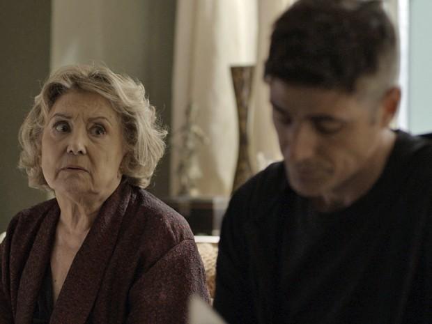 Anthony (Reynaldo Gianecchini) e a mãe exploradora, Fábia (Eva Wilma)