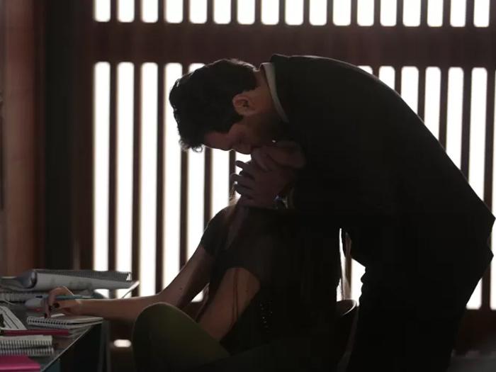 Alex (Rodrigo Lombardi) e Angel (Camila Queiroz) serão flagrados por Eunice (Fernanda Heras) em Verdades Secretas