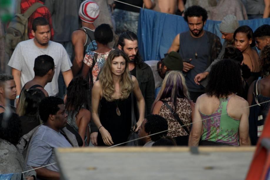Como a modelo que se droga e se prostitui Larissa, Grazi Massafera vive seu melhor momento como atriz