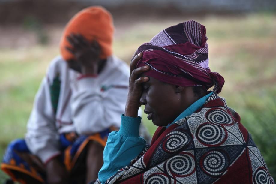 Na Libéria, mulheres esperampara serem atendidas no programa Médicos Sem Fronteiras (MSF), no centro de tratamento de Ebola, na província deMonróvia.O vírus já matou mais de mil pessoas em quatro países africanos desde o início do surto