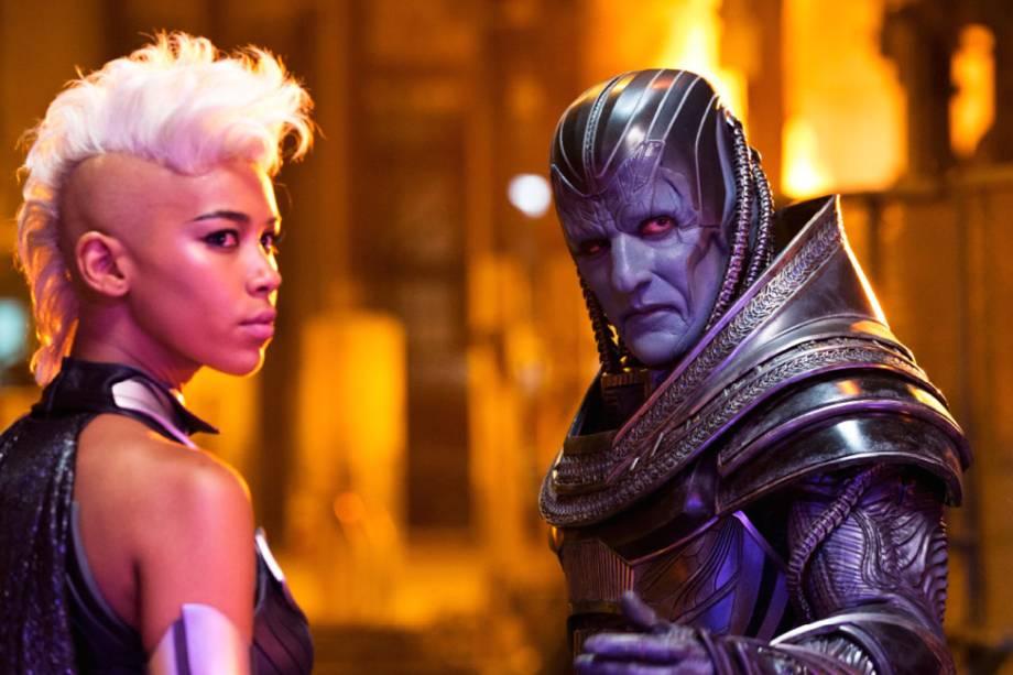 Tempestade (Alexandra Shipp) e Apocalipse (Oscar Isaac) em cena de X-Men: Apocalipse