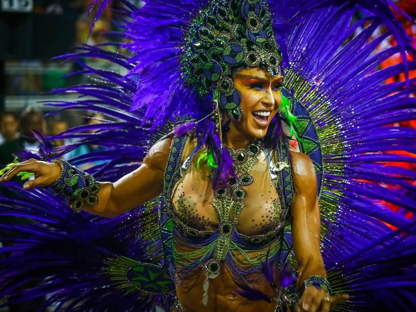 Gracyanne Barbosa durante Desfile da Escola de Samba X-9 Paulistana válida pelo Grupo Especial, no Sambódromo do Anhembi em São Paulo (SP), neste domingo (07)