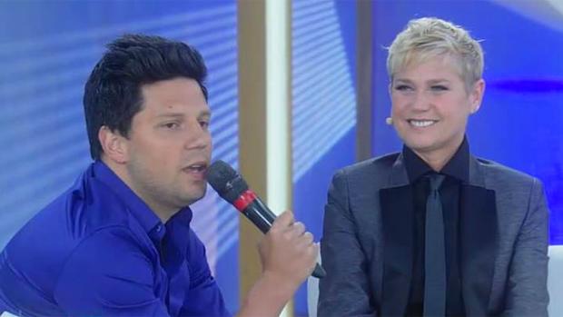 Xuxa apresentou programa de gravata, após críticas de Silvio Santos a seu visual, que seria o de um rapaz americano