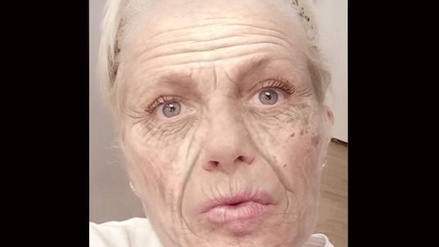 """Xuxa aparece """"velhinha"""" em foto publicada nas redes sociais"""