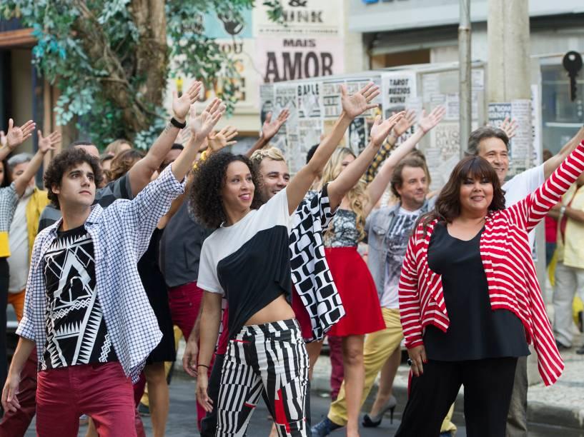Elenco reunido no musical que marcou a estreia do novo Zorra