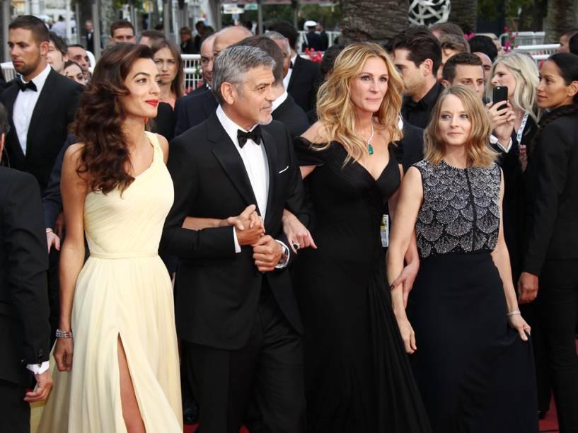 Amal Clooney, George Clooney, Julia Roberts e Jodie Foste no lançamento do filme Jogo do Dinheiro no Festival de Cannes