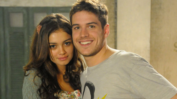 Amália (Sophie Charlotte) e Rafael (Marco Pigossi) par romântico em Fina Estampa