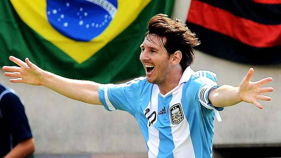 Lionel Messi comemora durante amistoso entre Brasil e Argentina