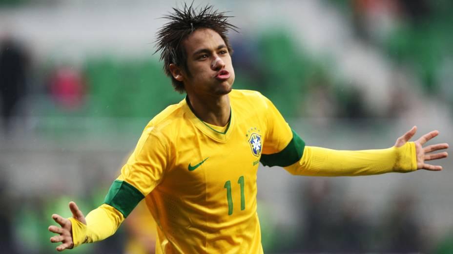 <br><br>  Neymar comemora seu gol durante o jogo do Brasil com o Japão, em Wroclaw, Polônia