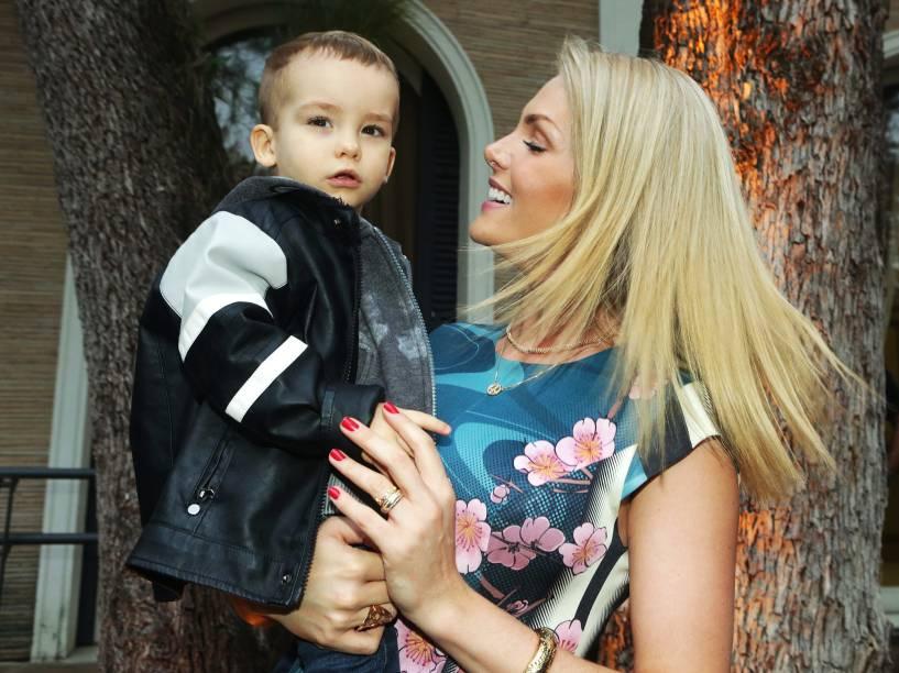 A apresentadora Ana Hickmann e seu filho, Alexandre em São Paulo (SP)